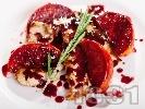 Рецепта Сочно пуешко филе на пържоли с боровинков сос и портокал на тиган